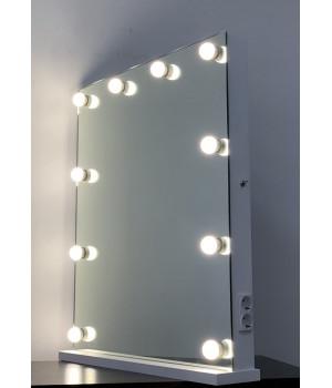 Гримерное зеркало с розеткой